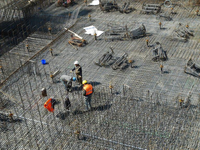 Ściśle z bieżącymi kodeksami świeżo budowane domy muszą być ekonomiczne.